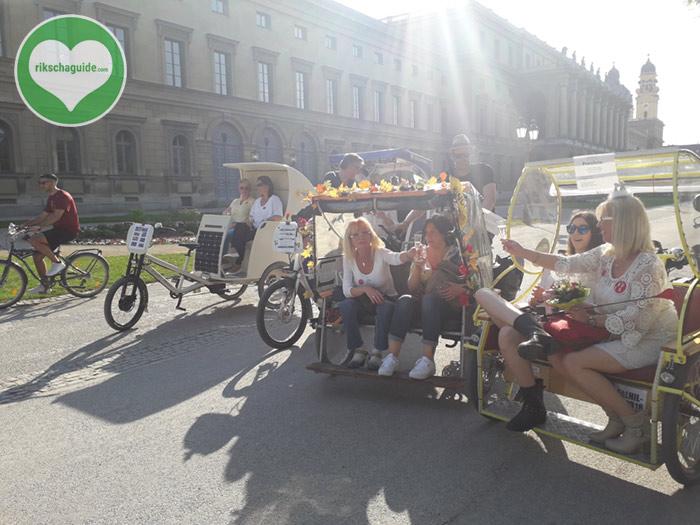 Die Münchner Rikschafahrer/-innen | rikschaguide.com | Junggesellinnenabschied durch München
