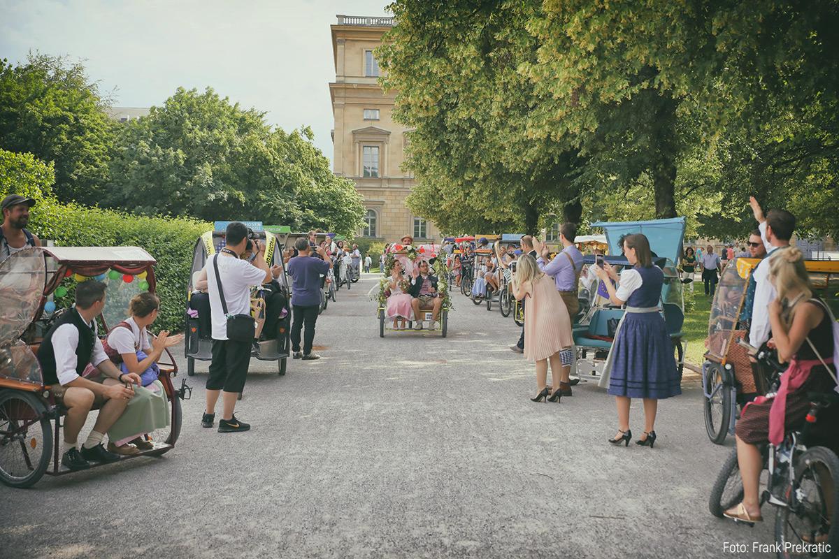 Traumhafte Hochzeitsfahrt durch München