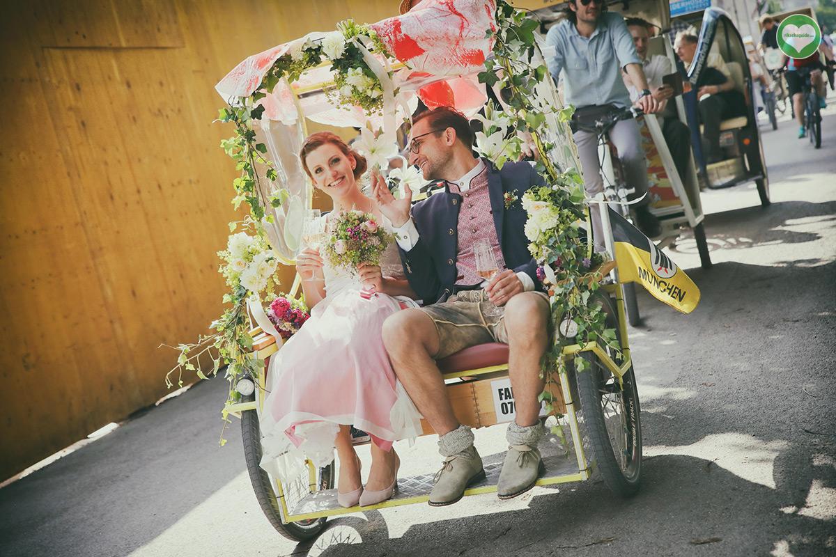 rikschaguide.com | Die Münchner Rikschafahrer/-innen | Lustige Hochzeitsfahrt für 60 Gäste durch München