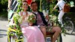 rikschaguide.com | Die Muenchner Rikschafahrer/-innen | Lustige Hochzeitsfahrt für 60 Gäste durch München